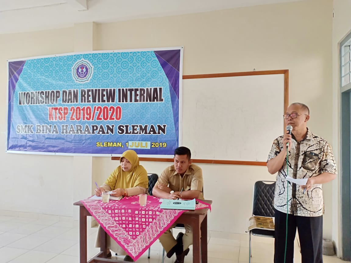 Workshop dan Review Internal KTSP SMK Bina Harapan